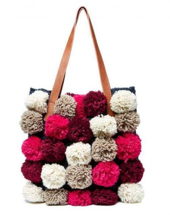 Shopper con pom pom in lana Benetton borse autunno inverno 2017