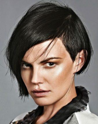 Taglio-capelli-asimmetrico-piu-corti-da-un-lato-2013