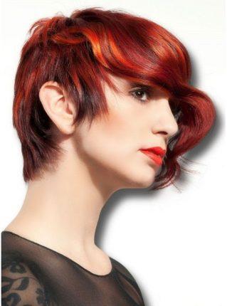 Taglio-capelli-medio-corti-piu-lungo-da-un-lato-