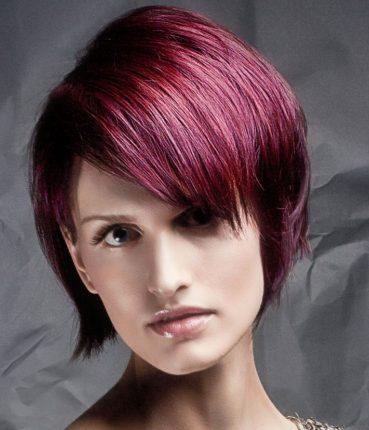 Taglio-capelli-medio-corto-con-ciuffo-laterale-2013