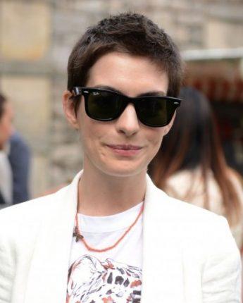 Taglio cortissimo per Anne Hathaway