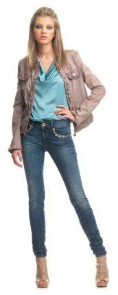 Top celeste e skinny jeans Fornarina primavera estate 2013