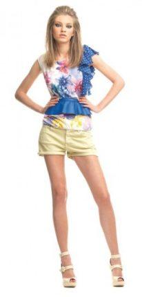 Top fiori e pois e shorts giallino Fornarina primavera estate 2013