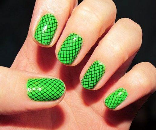 Unghie con effetto rete verde nail art Halloween