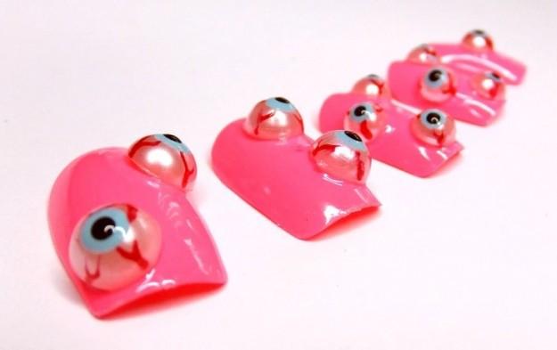 Unghie finte con occhi 3D nail art Halloween