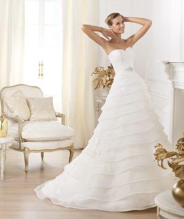 Vestito da sposa con gonna a balze Pronovias mod Lasei