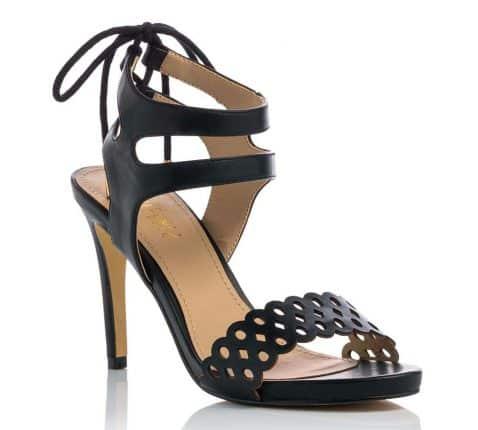 Sandalo In Similpelle Nero Traforato Con Tacco Medio Fino (prezzo 39,90 Euro)