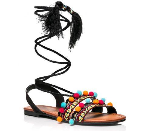Sandalo Nero Con Pon Pon E Lacci Lunghi Alla Caviglia (costo 29,90 Euro)